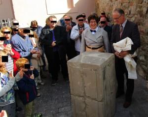 Unveiling of Bönnigheim's memorial to its murdered 19th century mayor.