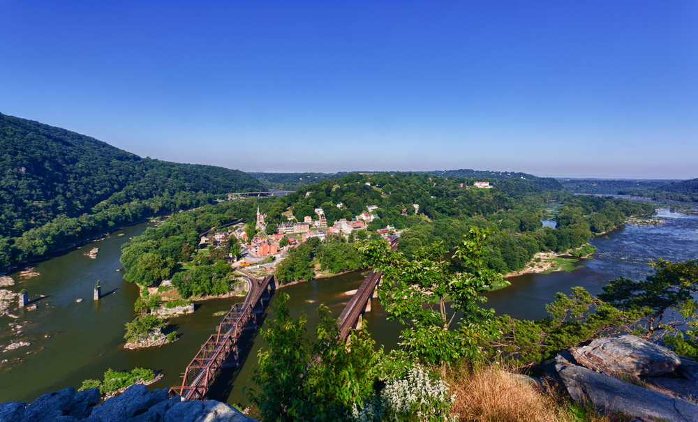 "harpers ferry middle eastern single men ""harpers ferry national historical park is considered one of the best walking   because the at goes through or near urban areas, it's not difficult to section hike ."