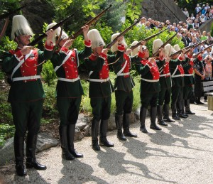 Military salute at the site where Ludwig II died